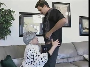 Scalding granny Beverly cannot wait to possession of an cock riding game