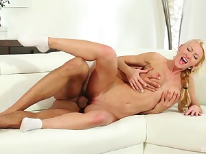 Bland pussy licking turns on Anastasia Christ and she demands sexual intercourse
