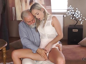 Dreams See eye to eye suit True When Lovely Girl Takes Grey Dick In Mouth