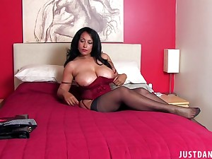 Unprofessional MILF Danica Collins spreads her legs to performance with a dildo