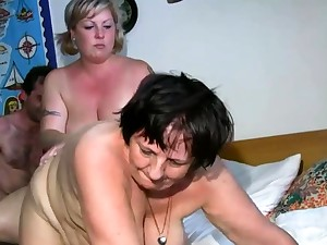 Old sapphist gets dildoed by blonde BBW