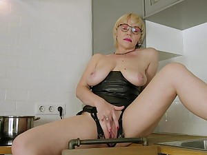 Shove around bald mature woman in soft kitchen pussy solo