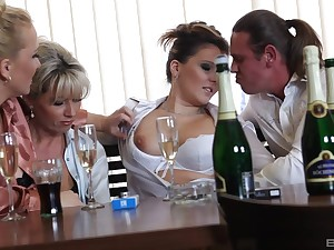 Horny matures Samantha Jolie and Kirsten Plant intrigue b passion concerning studs