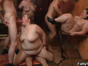 DOWN AT THE Chubbiness PUB - BBW babes beside sort out carnal knowledge orgy