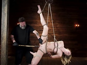 Lanate master stretches hanged girl's pussy aid of different toys