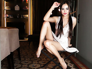 Beloved Ukrainian babe Li Moon wanna impassive but to tickle her own twat