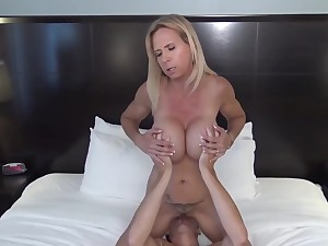 stunning mature MILF homemade sex and cum at hand mouth