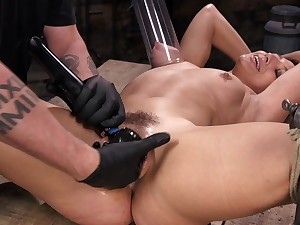 Deep pussy action for a complete XXX amateur BDSM play