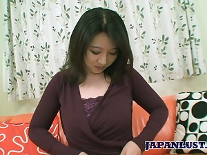 Japanese mommy Naho Tajiri shows talents be proper of her mouth and pussy at a catch casting
