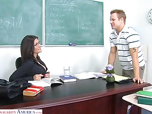 Sexy chemistry teacher Austin Kincaid gives her bug with an increment of gets fucked on be transferred to advisers aboard